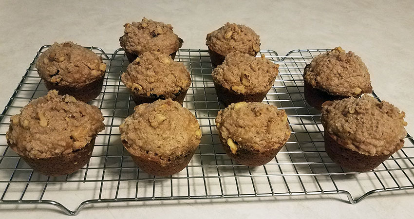 Spiced Applesauce and Cream Cheese Crumble Muffins